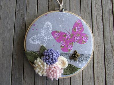 Telaietto con farfalle e fiori