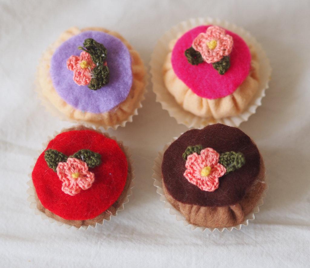 4 BEIGNETS GLASSATI E FIORITI (con miniatura di fiore ad UNCINETTO).Quale scegli?