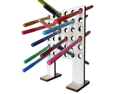 Pepp, porta matite e pennarelli di legno per la scrivania, portapenne