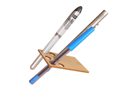 Pencard, un porta penne matite di legno grande come una carta di credito geek geekery