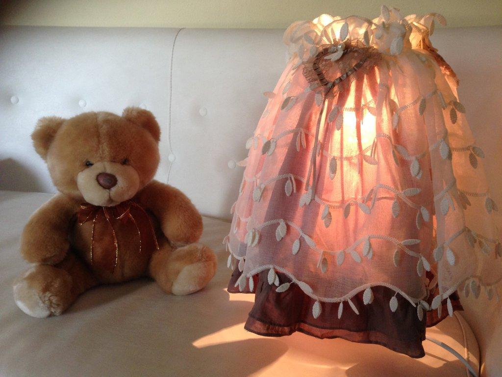 abat-jour, lampada da tavolo o comodino con paralume, fatta a mano