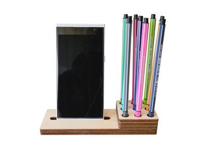 Issel, stand per smartphone o phablet e porta penne per avere sempre sulla scrivania tutto a portata di mano!