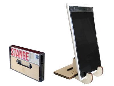Stange, display stand a forma di musicassetta per smartphone e tablet geek