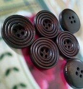 8 Bottoni in Legno Color Caffè Scuro - 4 Fori - mm. 20 - Hobby Creativi - Cucito