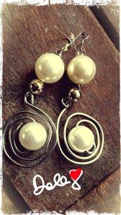 orecchini ad aspirale con perla bianca