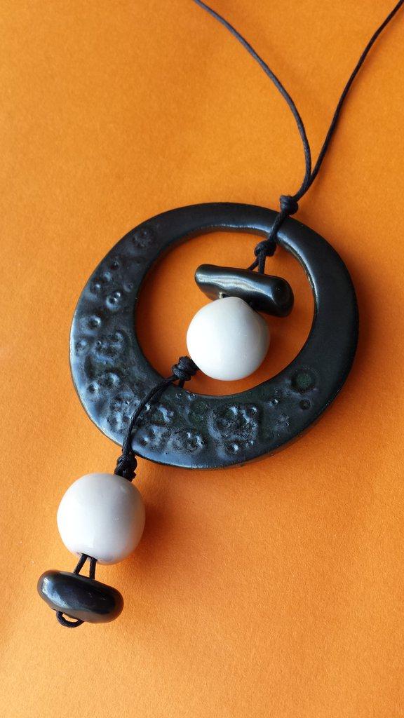 collana in ceramica realizzata a mano