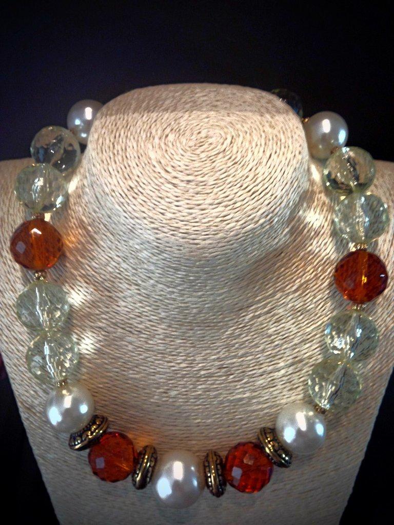 girocollo con perle in resina