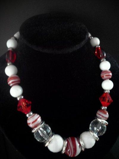 collana girocollo con perle in resina e vetro bianca e rossa