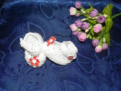 SCARPETTE bimbi cotone 100% bianco realizzate ad uncinetto con fiore rosso