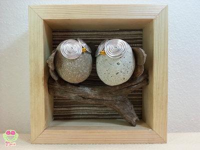 """Pebble art - Decorazione per camerette dei bambini - Owl wall art - Quadro 3d """"Gufetti innamorati su un ramo"""""""