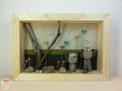 """Pebble art - Decorazione camerette per bambini - Owl wall art - Quadro 3d """"Gufetti appollaiati sui tronchi ai margini del bosco"""""""