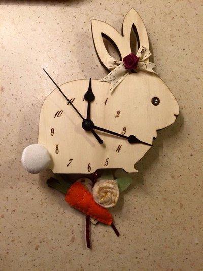 Orologio da parete a forma di coniglietto