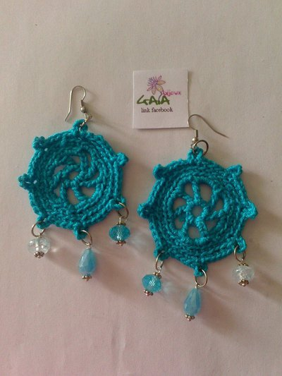 Orecchini azzurri timone ad uncinetto con pendenti