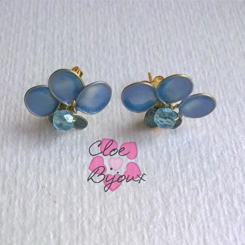 Orecchini a perno fiori smalto azzurro