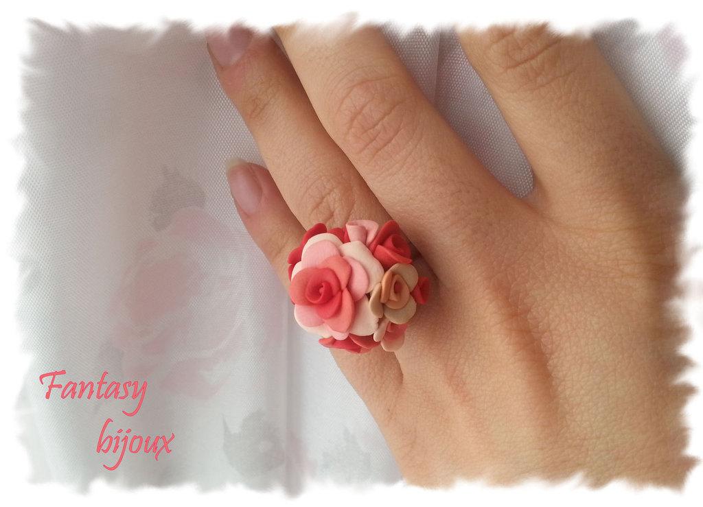 """Anello """"Primavera"""" con rose rosa e pesca in fimo fatto a mano"""