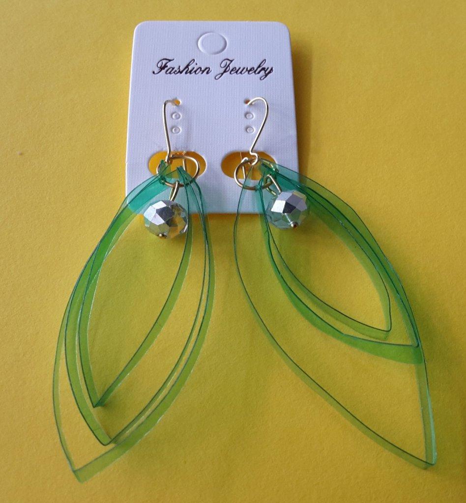 Orecchini ovali verde in plastica