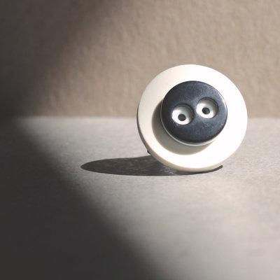 A4.15 - anello bianco e nero, regolabile - Linea Flower Power