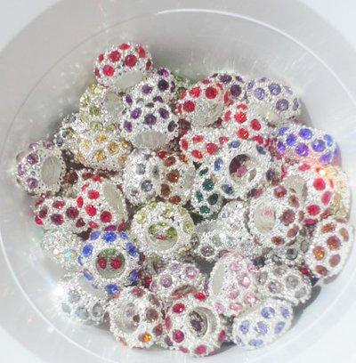 perle multicolori,in acrilico,in acciaio intagliato, e distanziatori swarovsky