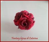 """Anello """"Primavera"""" con rose rosse in fimo fatto a mano"""