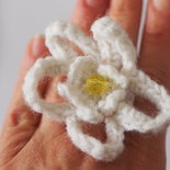 Anello in lana bianca. Margherita romantica- Flower power