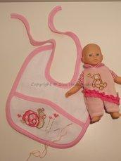 Bavaglino neonato rosa con lumachina ricamata a mano