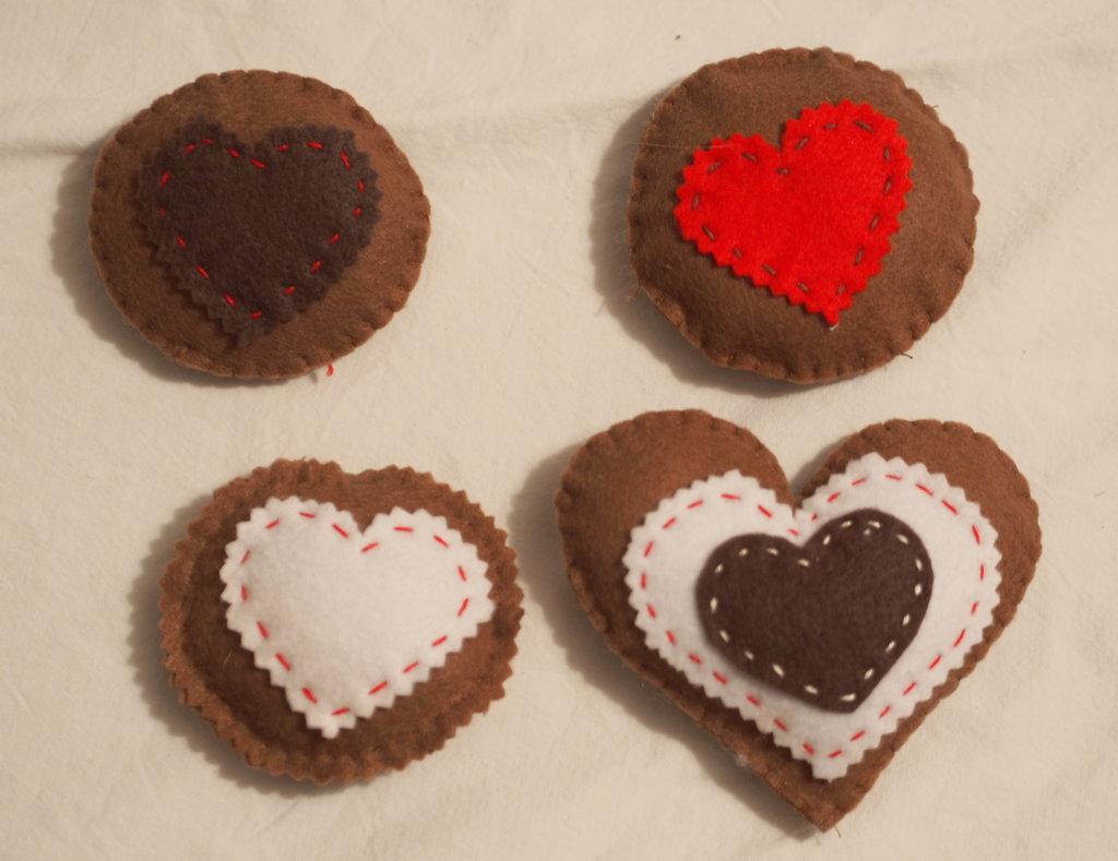 4 biscotti-CUORE  alsaziano e 3 Frollini decorati