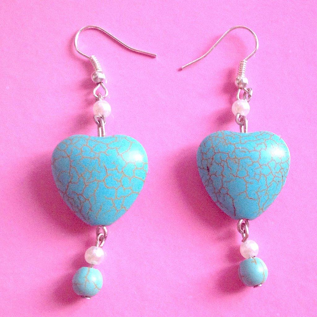 Orecchini con pietre azzurre a cuore
