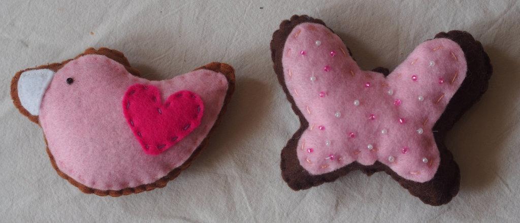 Andiamo allo Zoo,farfalla e colomba ,pura delicatezza - 2 biscotti in feltro,decorati