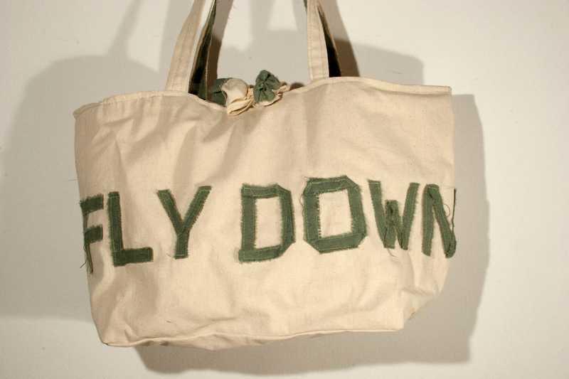 """Borsa """"Fly down"""" in cotone beige con scritta"""