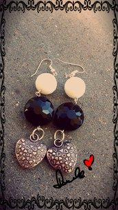 orecchini pendentI con pietre naturali.