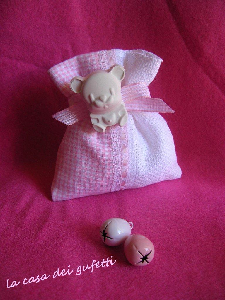 Bomboniera sacchetto cotone e tela aida per battesimo con gessetto profumato