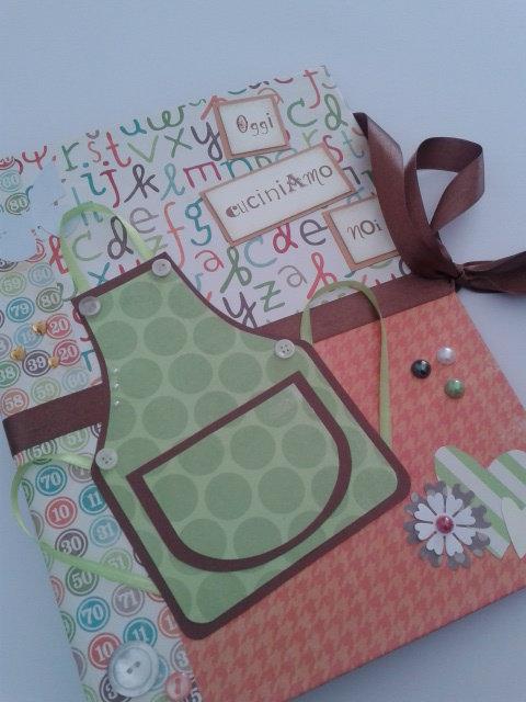 Album foto, ricettario, quadernone ad anelli formato A4 decorato a mano in carte fantasia arancioni, verde e marrone