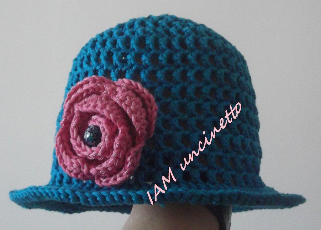 Cappello bimba all'uncinetto in cotone petrolio con fiore