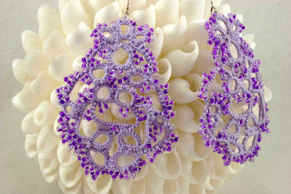Orecchini  chiacchierino color lilla con perline