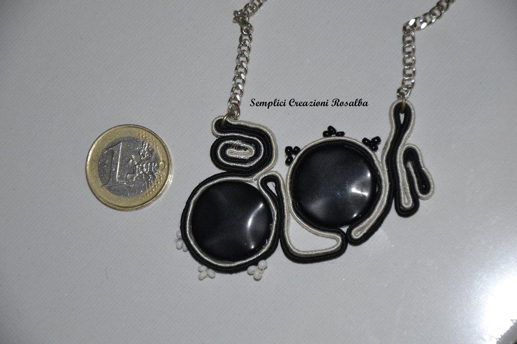 Collana in soutache con perle nere - colori nero e bianco -