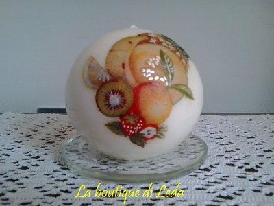 Candela a sfera decorata