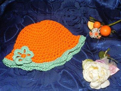 Cappellino bimba fatto a mano arancione uncinetto