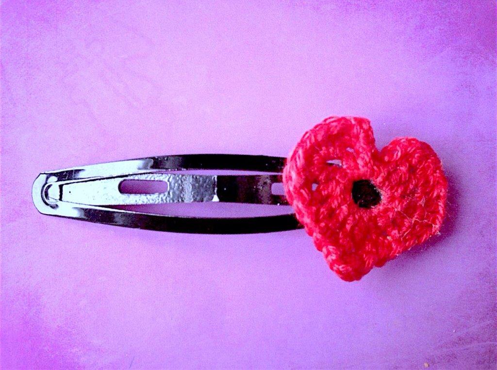 Molletta per capelli con cuore rosso love fatto a mano all'uncinetto
