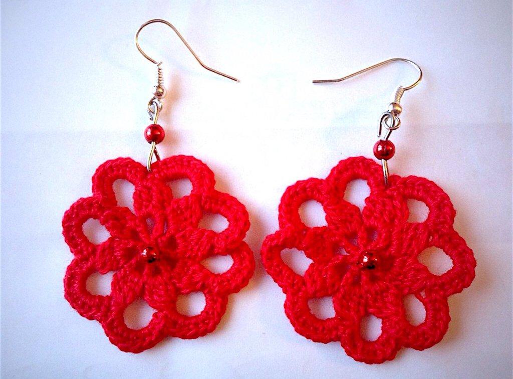 Orecchini fiori rossi, fatti a mano all'uncinetto