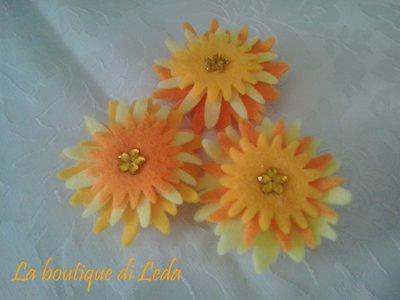 Fiore in feltro chiudipacco