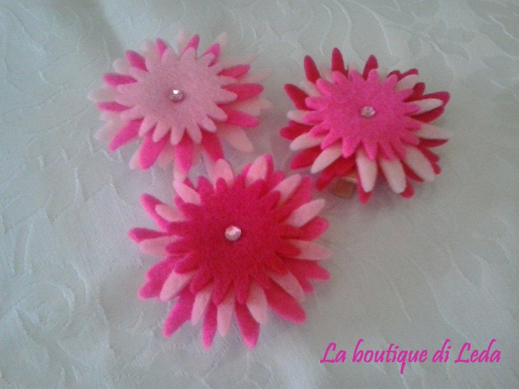 Fiore in feltro chiudipacco tonalità rosa