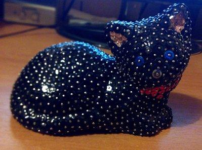 Gatto coricato completamente nero (personalizzabile)