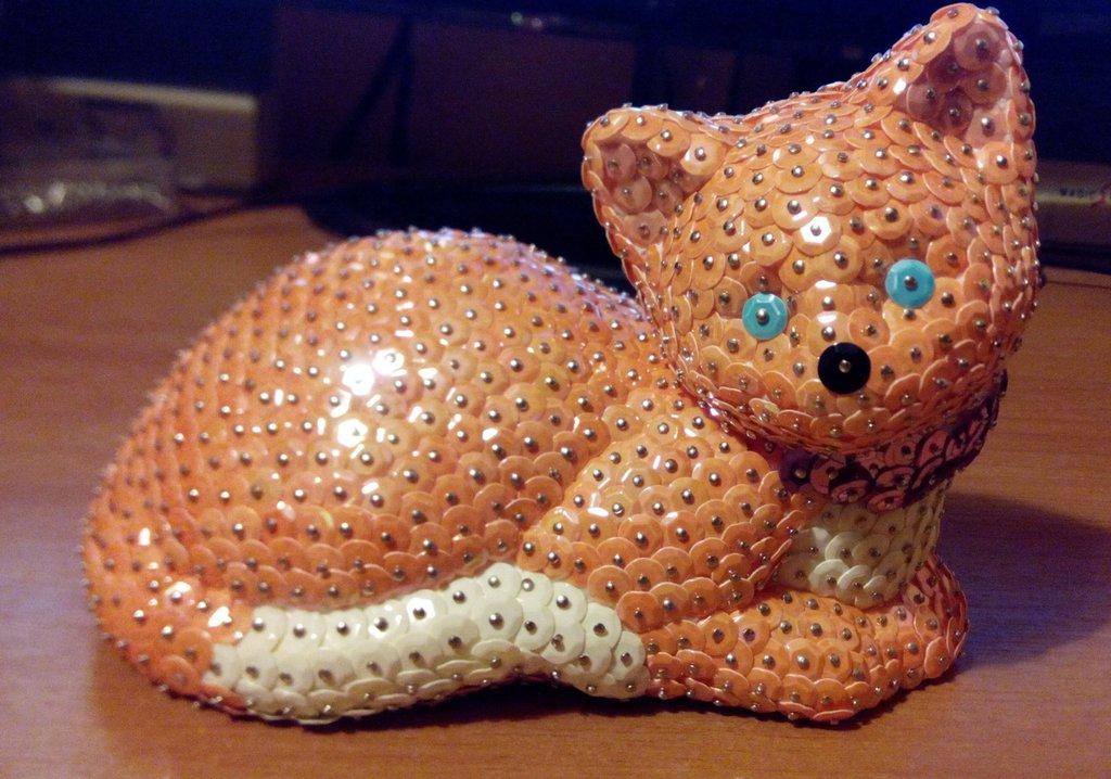 Gatto coricato arancione e bianco (personalizzabile)