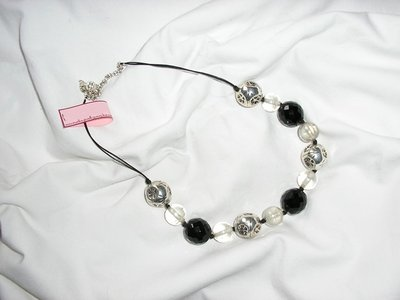 Collana bianca nera