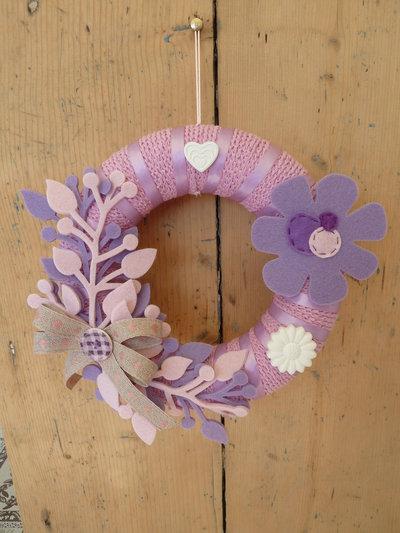 Ghirlanda fuoriporta in cotone rosa e feltro