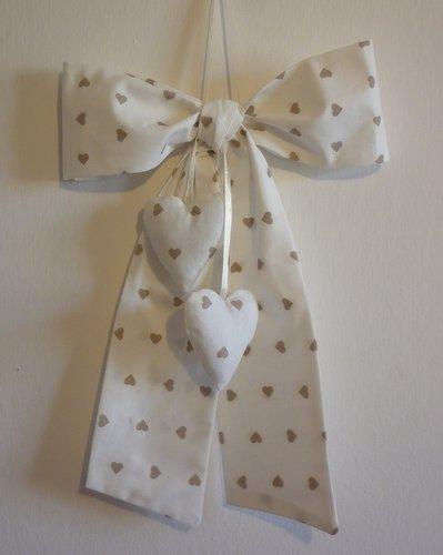 Fiocco nascita bambina con cuori imbottiti decorazione cameretta b su misshobby - Decorazione cameretta bimba ...
