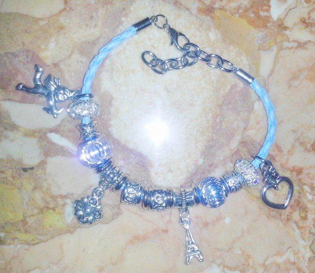 bracciale con perle argentate e ciondoli in argento tibetano
