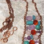 Collana con catena di rame e pietre rosa azzurre viola e marroni