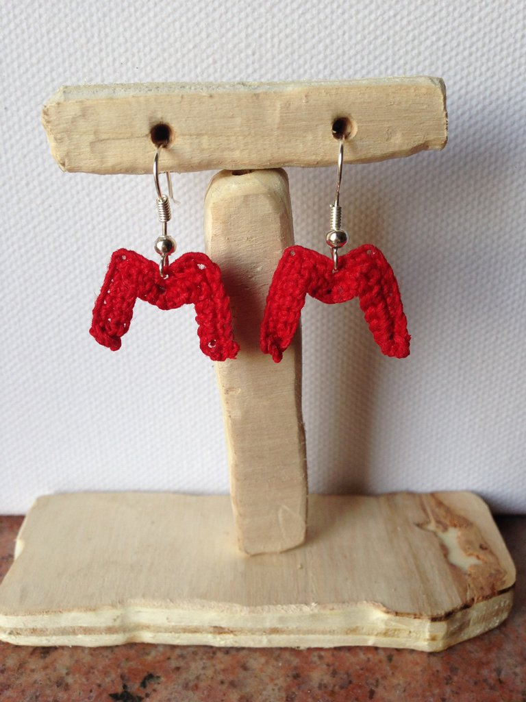 Orecchini pendenti all'uncinetto fatti a mano