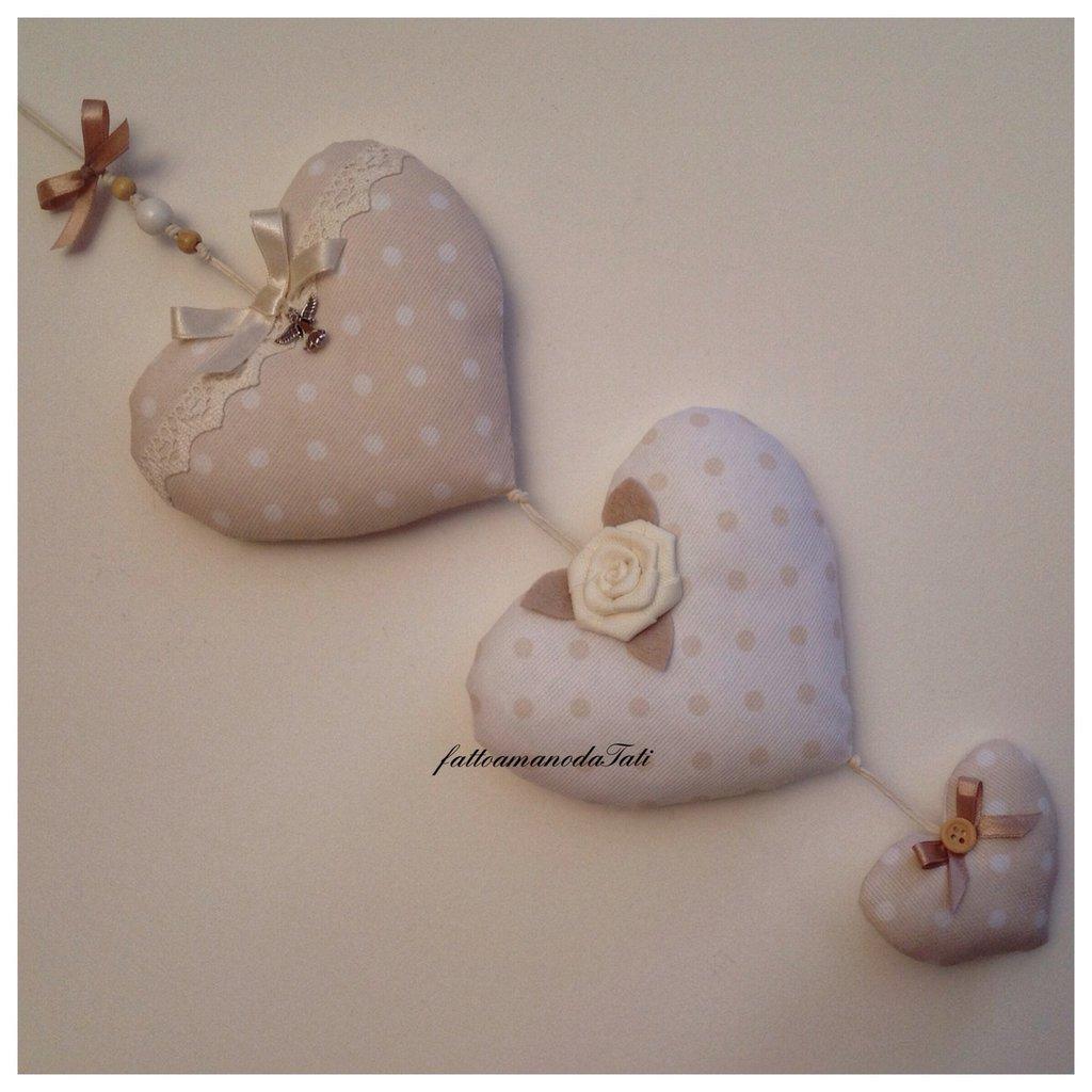 INSERZIONE RISERVATA PER MADDALENAFiocco nascita tre cuori in piquet di cotone a pois bianco e tortora